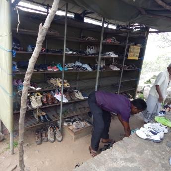Sbírka bot u Rock Temple