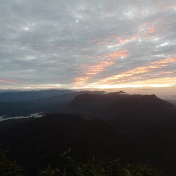 Východ slunce z Adam's Peak
