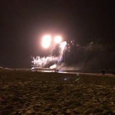 Páteční ohňostroj na pláži