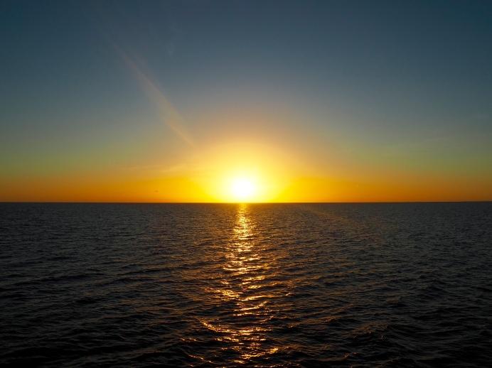 Západ slunce na lodi