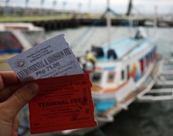 Loď z Caticlan na Boracay
